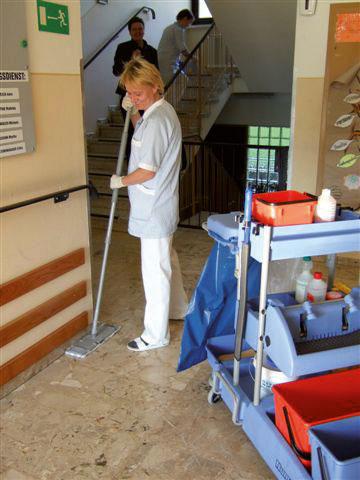 Hygienische Bodenreinigung im Altenheim
